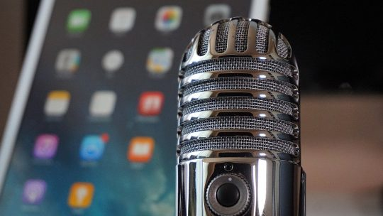 how do podcasts make money featured image